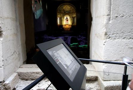 Ecran tactile musée archéologie programmation